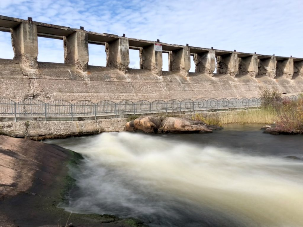 Water flowing in pinawa dam